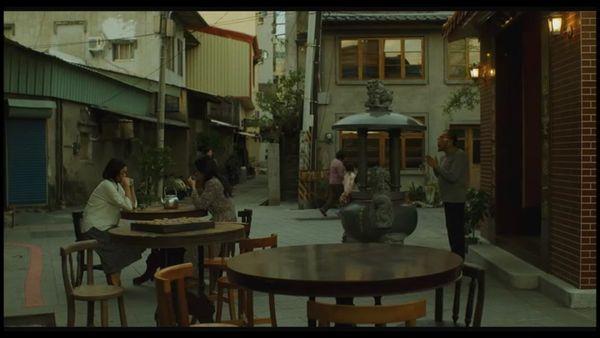 《媽媽,晚餐吃什麼?》劇照4-一青妙飾演媽媽好友李惠美;取景兌悅門.jpg