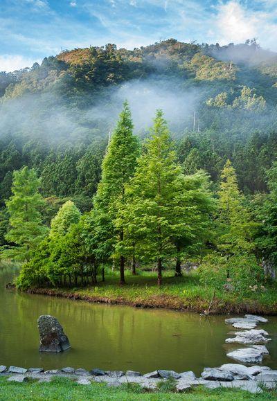 雲霧繚繞的明池湖.jpg