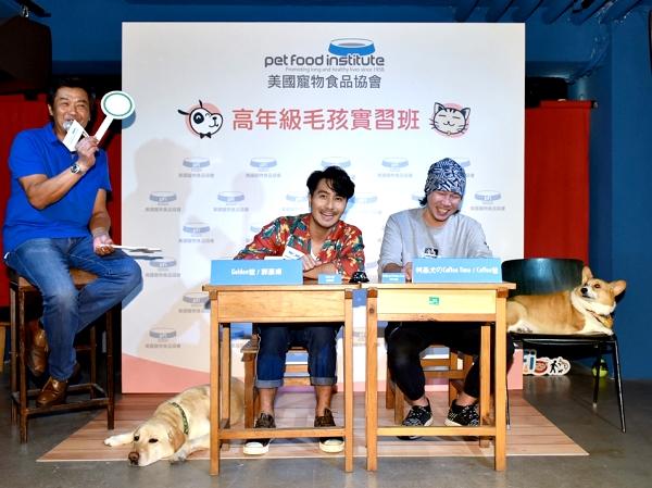 郭彥甫和柯基犬のCoffee Time現場進行高齡寵物照顧大PK.JPG