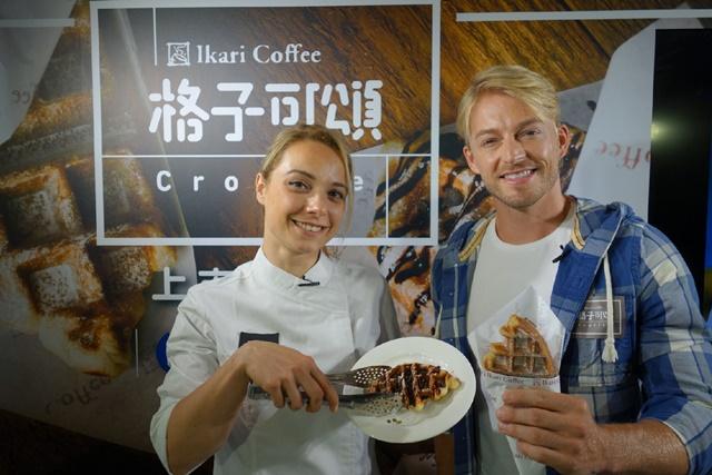 [新聞照片]怡客咖啡格子可頌上市:法比歐(右)、法國廚師Anne(左)現場示範.JPG