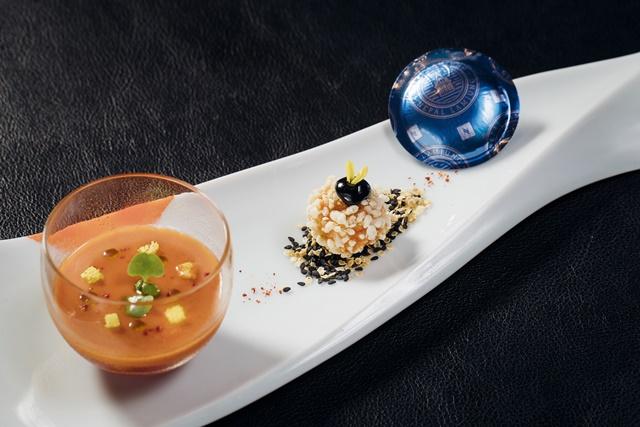 前菜--尼泊爾藍榮城咖啡風味酥脆螯蝦球及番茄冷湯慕斯與西瓜水果凍.jpg