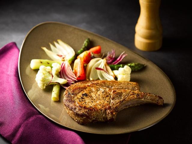 盤克夏豬以肉質好著稱,BUCKSKIN BEERHOUSE「盤克夏戰斧豬排」.jpeg