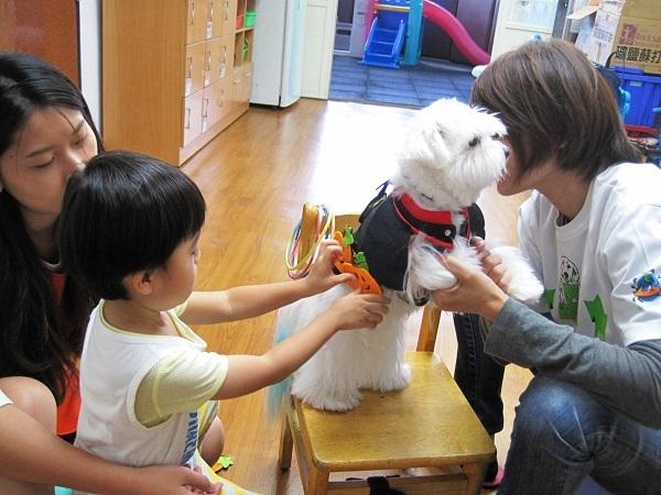 狗醫生 Dr. 波比陪伴小孩.jpg