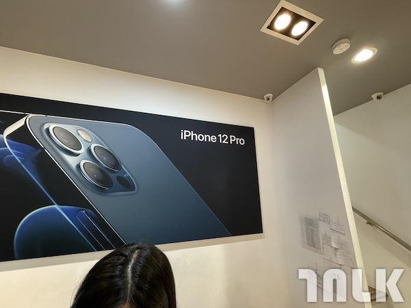 iphone12promaxPB00002.jpeg