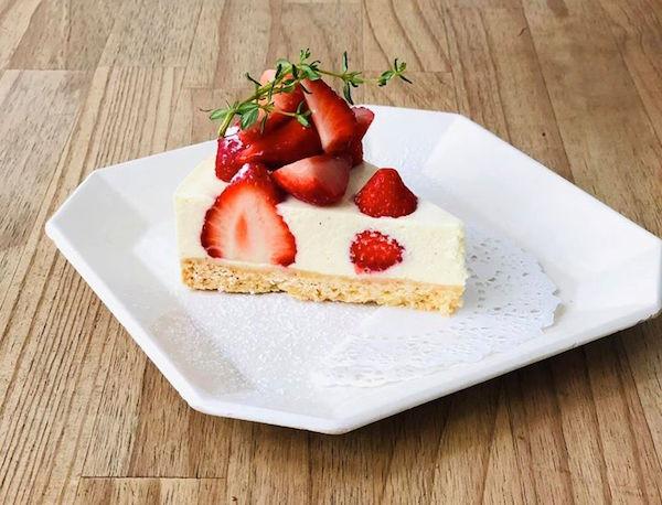 草莓山白起司蛋糕.jpg