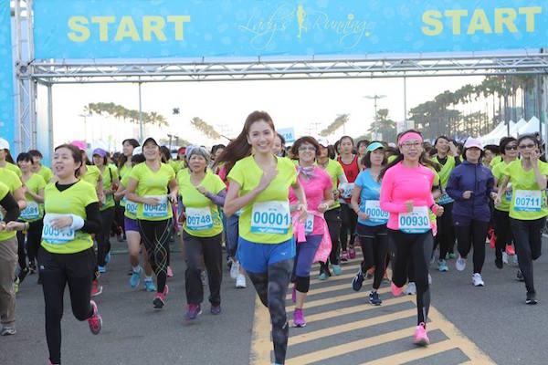 FB Mizuno Lady's Running.jpg