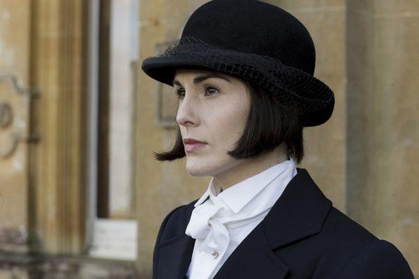 唐頓莊園第6季,女星蜜雪兒道克瑞穿上帥氣騎馬西裝.jpg