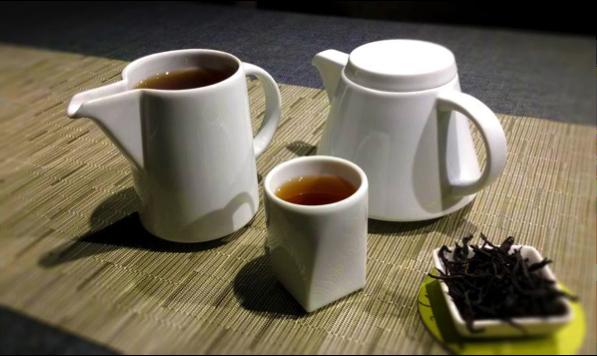 山山 茶具.png