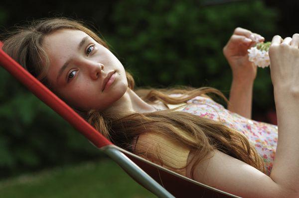 《最愛你的人是我》童星盧比絲多克飾演女主角的年少時代,讓鴻鴻導演大讚演技直逼坎城影后魯妮瑪拉.jpg
