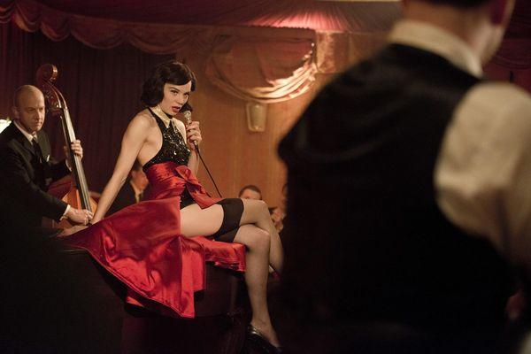 女星莉莉絲斯坦根博格在《大審判家》中反串偽娘歌姬.JPG