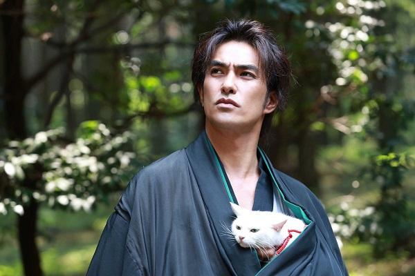 愛兔子的事 2014年講述大叔與萌貓的電影《貓侍》(圖:在台天馬行空發行) 04 小