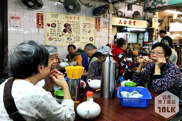 三合茶室喝早茶老顧客