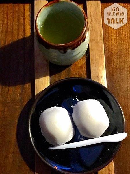 長五郎餅配煎茶
