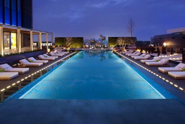 WTP-PoolNightshot02_lg飯店.jpg