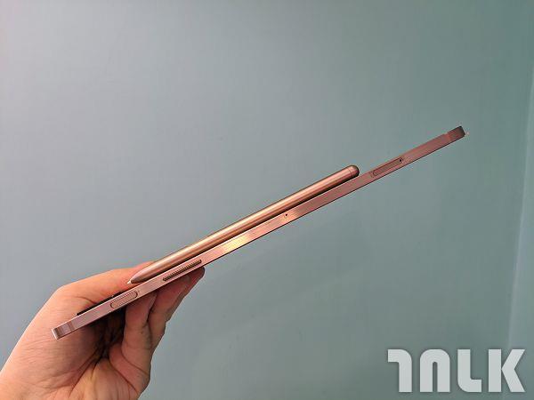 Galaxy-Tab-S7 電源、音量、記憶卡槽.jpg