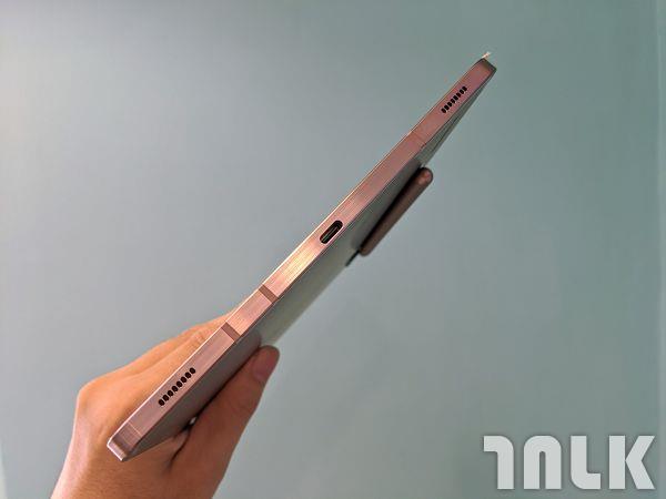 Galaxy-Tab-S7 側面 雙喇叭 充電孔.jpg